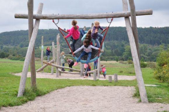 Klettergerüst Mit Nestschaukel : Bewegte pause meißnerland schule